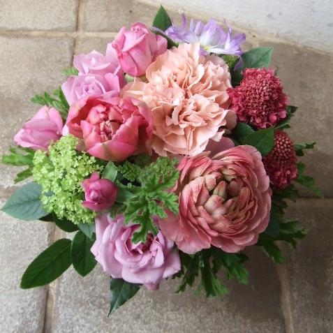 柔らかいベビーピンクのアレンジメント(¥3500)