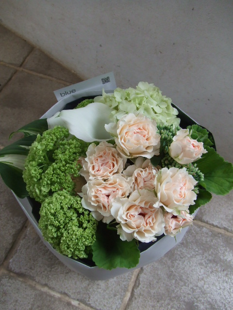 オフホワイトの花束(¥3500)
