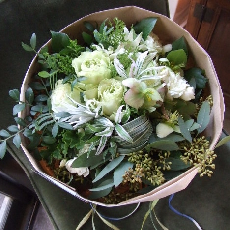 ホワイトとユーカリの花束(¥5000)