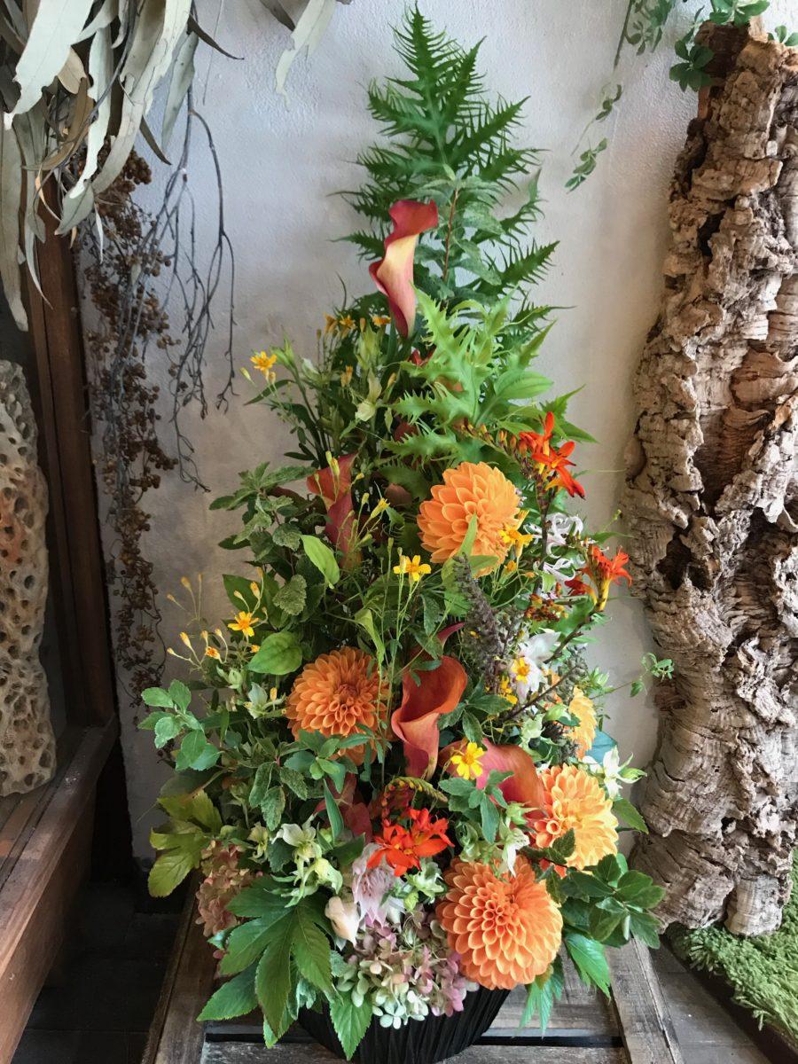 暖色系のツリーアレンジメント(¥15000)