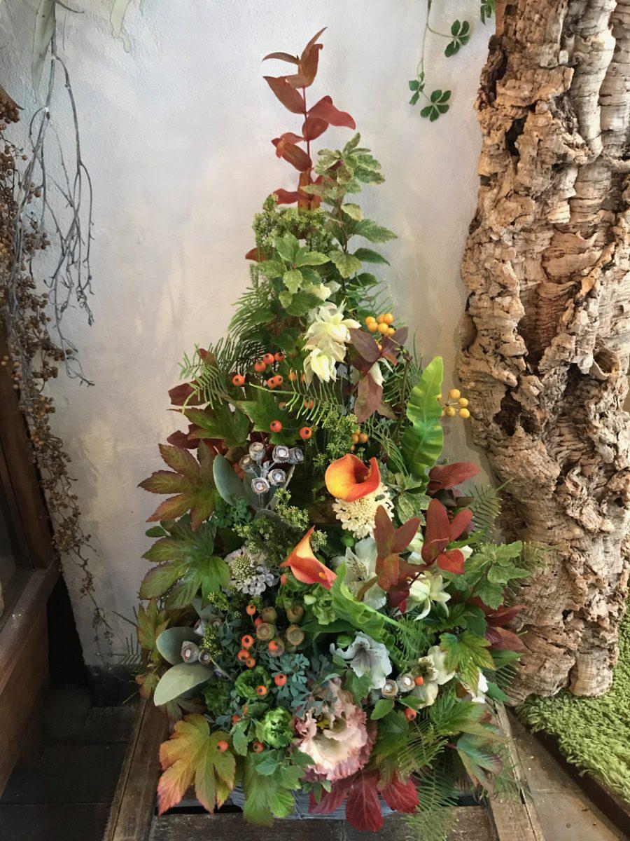 ユーカリの実物をあしらったツリーアレンジメント(¥15000)