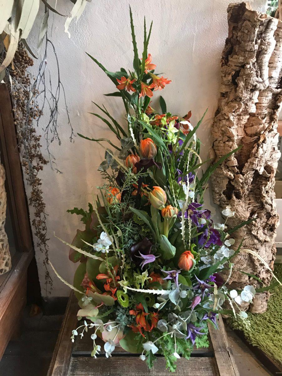 オレンジと紫の植生的アレンジメント(¥20000)