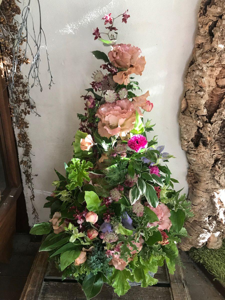 トルコ桔梗と小花のツリーアレンジメント(¥15000)