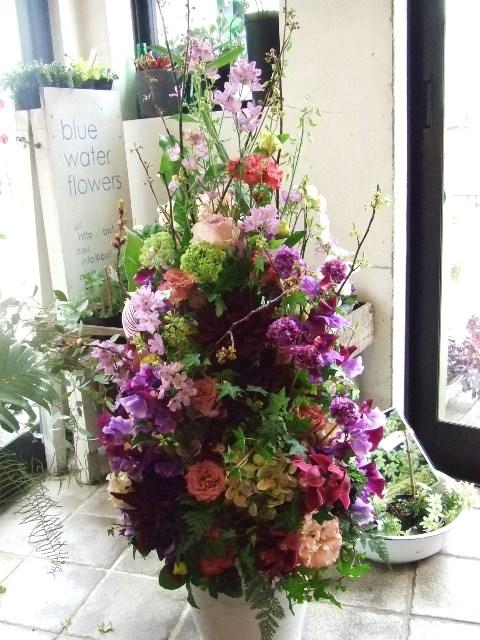 季節のお花でまとめるツリーアレンジメント(¥30000)