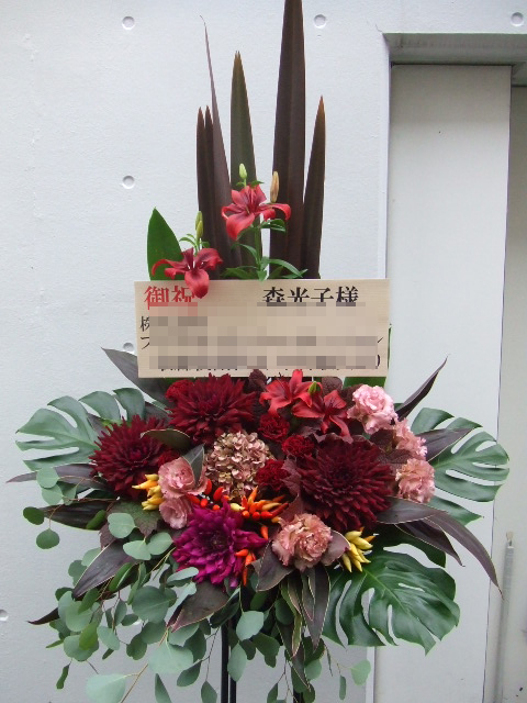 アンティーク調のダリアのスタンド花(¥20000)