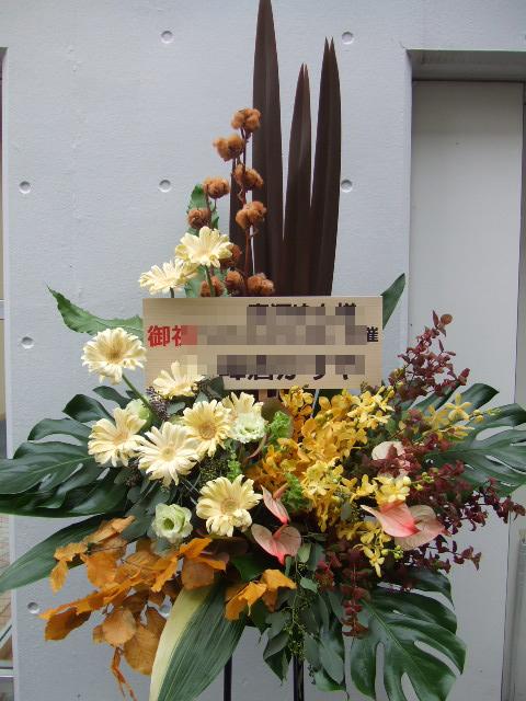 クリーム色が可愛らしいスタンド花(¥20000)