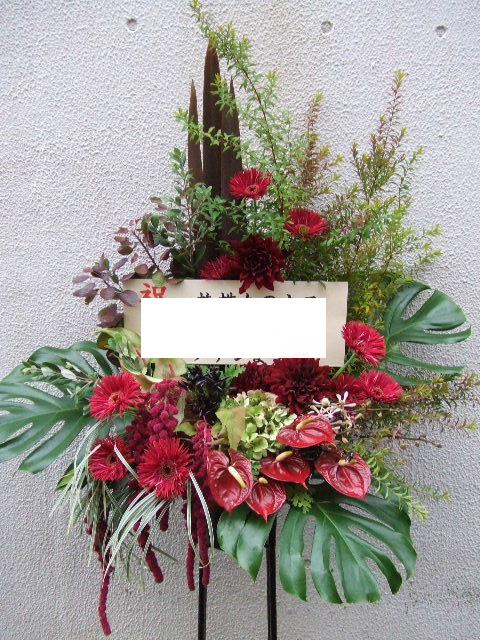 ちょっと怪しげな雰囲気もあるスタンド花(¥25000)