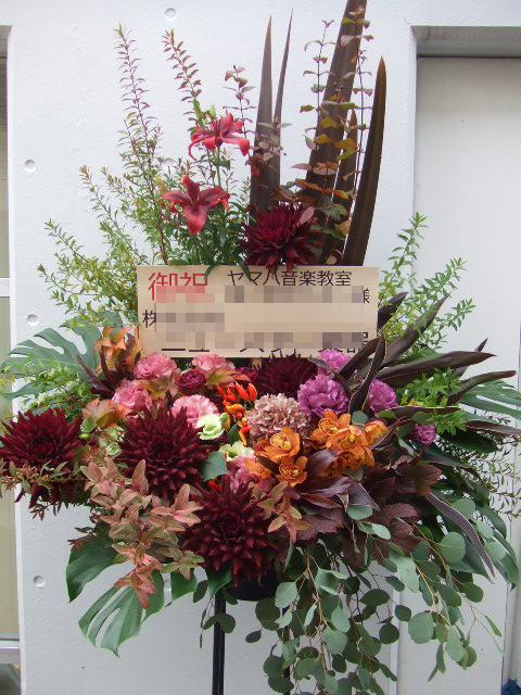 ボルドーとクラシックカラーのスタンド花(¥30000)